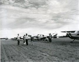 Members of the Saskatchewan Flying Farmers' Association visit the U of S